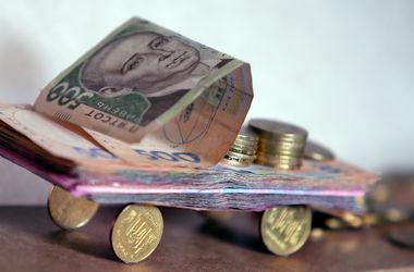 Что будет с курсом доллара в мае: негативный и позитивный сценарии для гривны