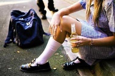 На Закарпатье две школьницы отравились алкоголем