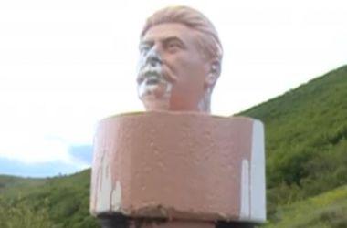 В Грузии демонтировали памятник Сталину, который простоял один день