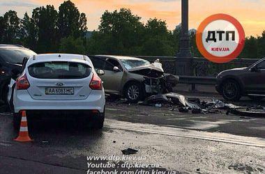 Подробности масштабного ДТП на мосту Патона в Киеве