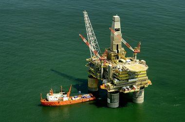 Цены на нефть падают после бурного роста