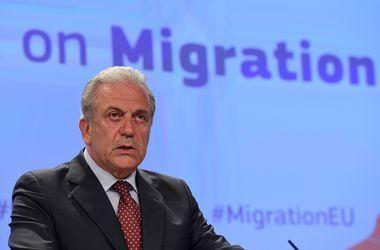 В Киев едет еврокомиссар по вопросам миграции Аврамопулос