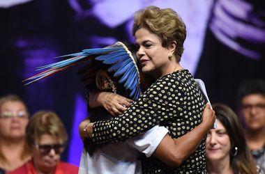 Президент Бразилии распустила правительство, узнав о своем отстранении
