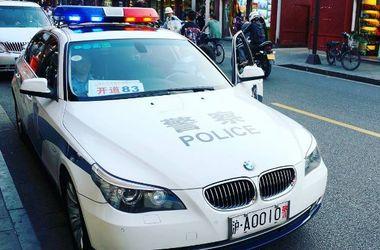 Скандальное селфи: сотрудницу полиции Китая уволили за вульгарный снимок в форме (фото)
