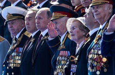 Офшоры дяди и брата Путина, выезд Русеф из президентского дворца и крестящийся Шойгу – итоги в мире