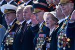 <p>Москва. Путину составил компанию на трибуне лишь один президент. Фото AFP</p>