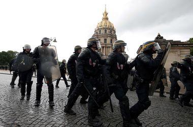 В Париже для разгона протеста против трудовой реформы полиция применила слезоточивый газ