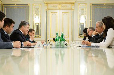 Порошенко выступил за усиление антироссийских санкций из-за нарушения прав крымских татар