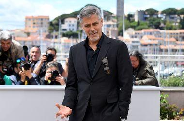 Канны-2016: красавица-жена Джорджа Клуни едва не оконфузилась из-за смелого выреза (фото)