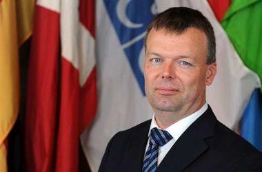Решение о введении вооруженной полицейской миссии на Донбасс должны принимать все страны-члены ОБСЕ – Хуг