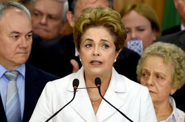 Импичмент президента разделил бразильцев  (видео)