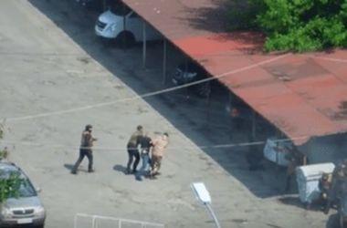 В сети появилось видео попытки захвата автостоянки в Киеве (18+)