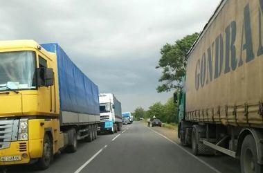Дальнобойщики перекрыли трассу Киев-Одесса