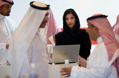 Саудовских женщин будут сажать за проверку телефона мужа