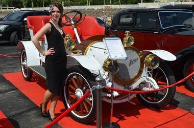 В Запорожье проходит фестиваль ретро автомобилей (фото)