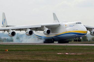 """Самый большой в мире самолет """"Мрия"""" успешно приземлился в Австралии"""