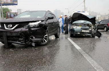 В Киев произошло масштабное ДТП: разбиты 3 авто, есть пострадавшие (фото)