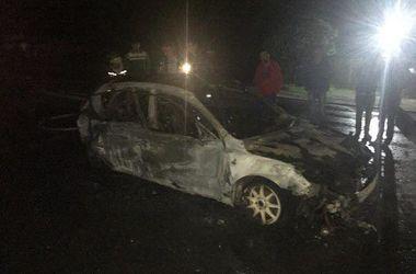 В Харькове иномарка с девушкой вспыхнула на ходу