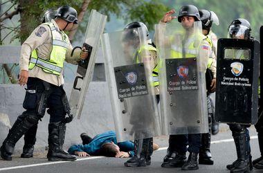 Венесуэла оказалась на грани революции: что происходит в стране