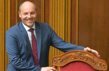 Парубий поддержал резкое повышение зарплаты депутатам Рады