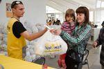 <p>Выдача продуктовых наборов Гуманитарного штаба. Фото: пресс-центр.</p>