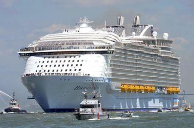 """Крупнейший в мире лайнер Harmony of the Seas: выше Пизанской башни, длиной в восемь """"Аэробусов"""""""