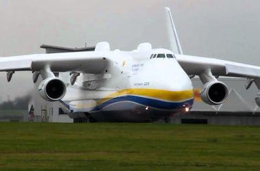 """Самый большой в мире самолет """"Мрия"""" улетел из Австралии после триумфального визита"""