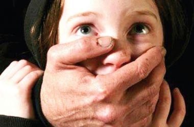 В Кривом Роге педофил изнасиловал 11-летнего мальчика
