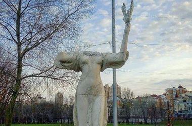 В Киеве вандалы уничтожают Аллею Муз