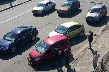 В Киеве - масштабная авария на 12 машин