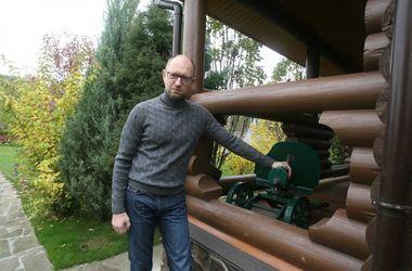 Аваков разрешил Яценюку ходить по улицам с пулеметом