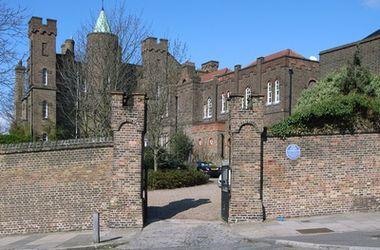 Лондонскую Бастилию с подземными ходами продают за $4 млн.