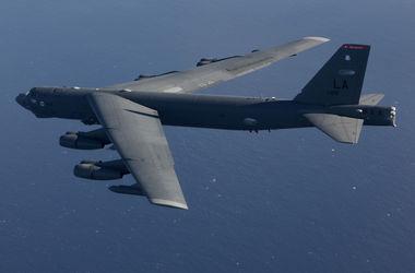 В Тихом океане разбился стратегический бомбардировщик ВВС США