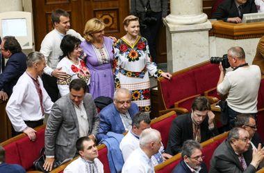 Как украинские политики отмечают День вышиванки