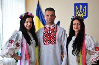 В Донецкой области полицейские пришли на работу в вышиванках