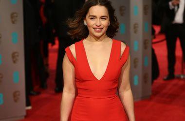 """Эмилия Кларк впервые отказалась от дублерши на съемках шестого сезона """"Игры престолов"""""""