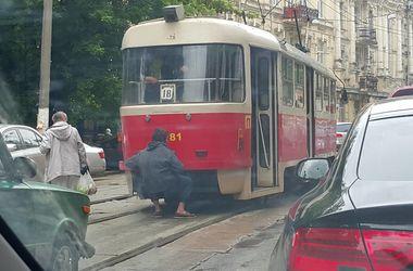 """В Киеве заметили трамвайного """"зацепера"""""""