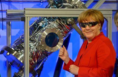 Меркель в терминаторских очках взорвала соцсети