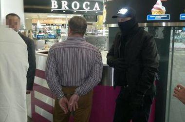 Чиновники КГГА погорели на взятке 60 тыс. грн