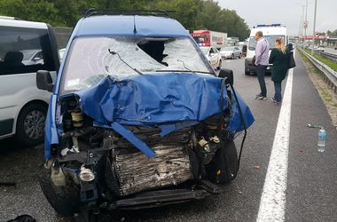 Под Киевом произошло страшное ДТП: водителя отбросило на 40 метров