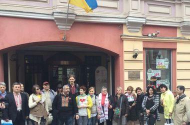В Москве несколько десятков человек отметили День вышиванки шествием по Арбату