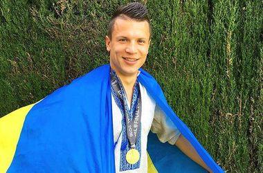 Коноплянка сфотографировался в вышиванке и с медалью победителя Лиги Европы