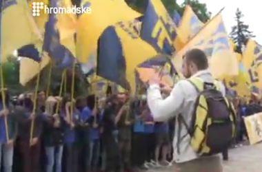 """Тысячи """"азовцев"""" пришли под Раду"""