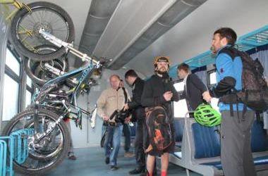 Во Львове запустили первые в Украине веловагоны