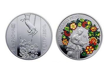 НБУ выпустил уникальные монеты с петриковской росписью