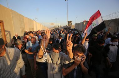В Багдаде ввели комендантский час из-за протестов