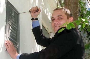 В оккупированном Крыму похвастались сдиранием украинских табличек