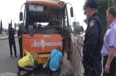 В Луцке на маршрутку упал биг-борд: пострадали 11 человек