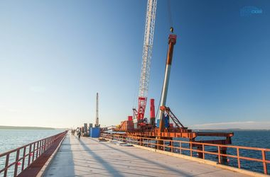 Россия отправила в Крым многотонные пролеты для Керченского моста