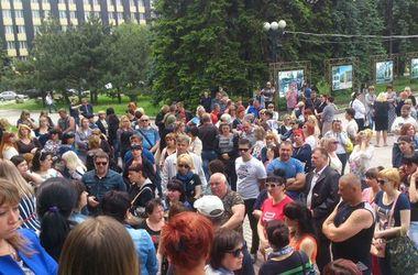 """В оккупированной Макеевке бизнесмены вышли на митинг против """"шмонов"""" и поборов"""